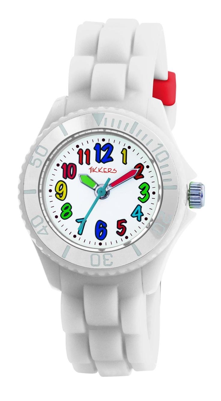 Mooi, dit witte horloge van het nieuwe merk Tikkers. En door de kleuren van de cijfers toch ook weer heel vrolijk.