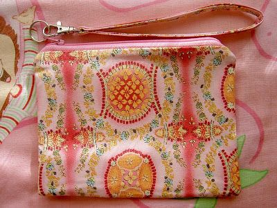 Heart of Mary: TUTORIAL: Zippered Wristlet/Pouch Made Easy