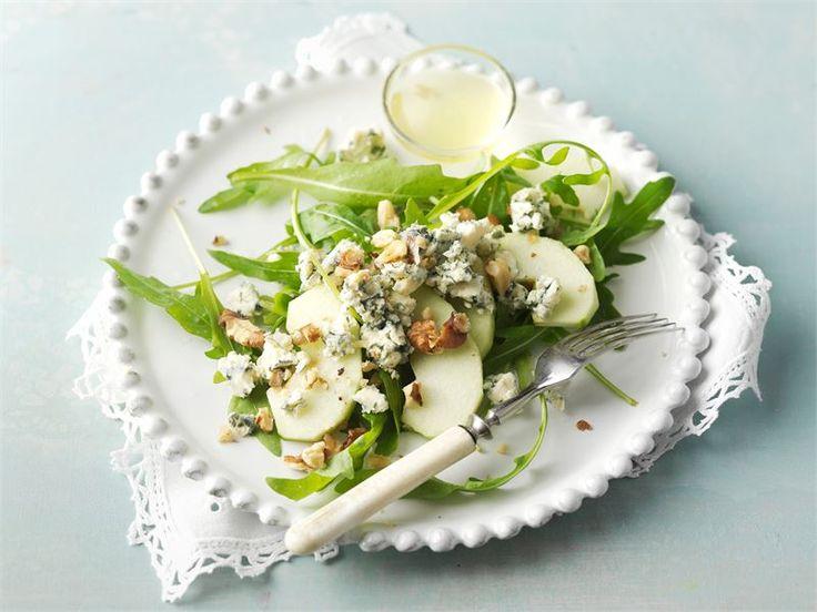 AURA salaatissa raikkautta antaa hapokas omena ja sitruunainen öljykastike. Hienostunut salaatti sopii mainiosti alkuruoaksi tai noutopöydän osaksi.