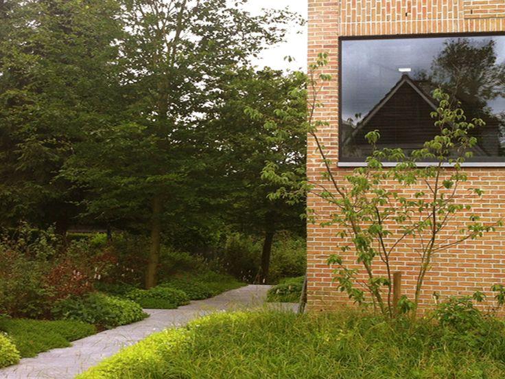 Buro buiten priv tuin dilbeek halesia carolina pieter van hauwermeiren tuinarchitect - Moderne landschapsarchitectuur ...