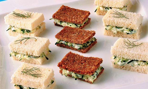 Sanduíche de pepino ou de patê de 4 queijos