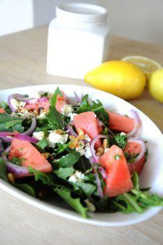 Ruccola-Wassermelone-Feta-Salat mit Pinienkernen