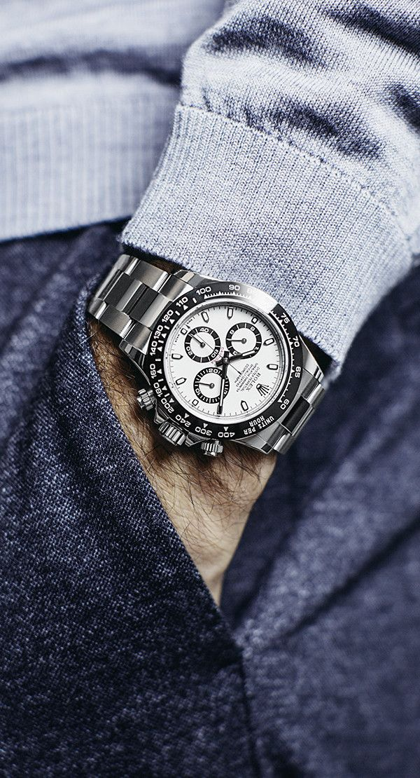 Roger Federer sporting his Rolex Cosmograph Daytona in 904L steel with a black monobloc Cerachrom bezel in  ceramic.
