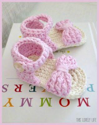 Sandalias del bebé del ganchillo
