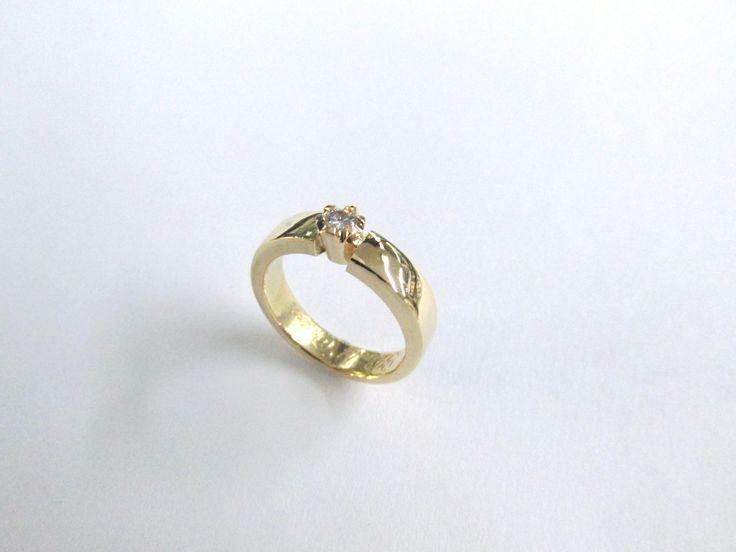 #duranjoyerosbogota #joyasbogota #hermosasjoyas #renovamostujoyero #hechoamano #fabricaciondejoyas #oro #anillos  #argollas #anillosdecompromiso #compracolombiano #colombia #gold #handmade #jewelry #anillosdecompromiso #novias #matrimonio #esposos #boda #novio #wedding #husbands #felicidad #piedraspreciosas #diamante #piedrassemipreciosas #zircon