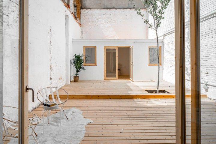 Post: Bajo con terraza y anexo en Les Corts, Barcelona --> blog decoracion interiores, casa bajo pequeño, decoración escandinava, decoración minimalista, distribución diafana abierta, estilo nórdico barcelona, revestimiento madera, interior inspiration, home decor, interior design, loft