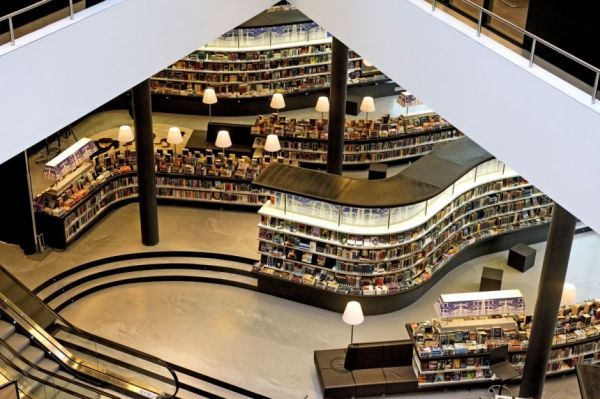 Library in Almere - organizes materials according to shops