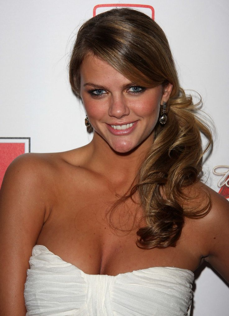 side ponytail brooklyn decker