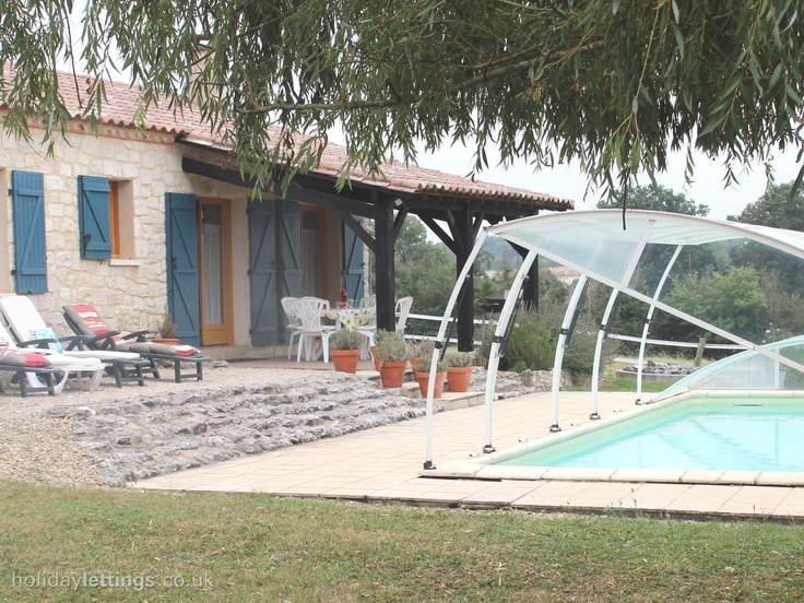 3 bedroom gite in Castillonnes, Lot et Garonne to rent from £472 pw, with a private pool. Also with TV and DVD.