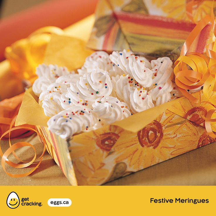 Festive Meringues | Eggs.ca | #GetCracking #Eggs