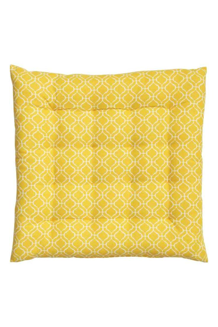 Patterned seat cushion: Seat cushion in a patterned cotton weave with polyester padding. Thickness 4 cm.