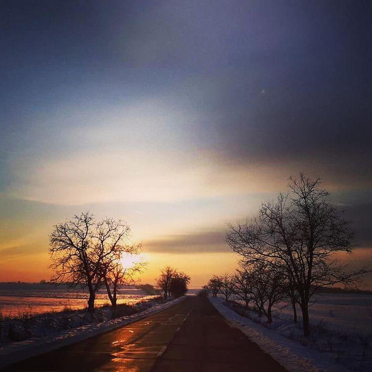 "1 aprecieri, 1 comentarii - 🗺️ #eHaiHui.net #SecretTRIP.ro (@ehaihui.secrettrip) pe Instagram: ""Un apus de soare iarna...surprins în zona Botoșani de Ionela Luminita! . . . . #eHaiHui…"""