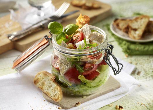 Hähnchen-Schicht-Salat mit Bacon und Ei #chicken #cobbsalad #salad #chickensalad #schichtsalat #haehnchen #bacon #ei #genuss