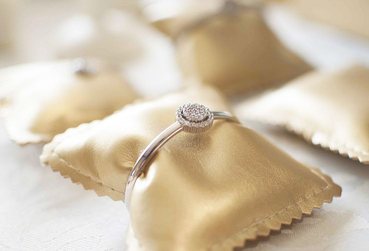 Pulseras de novia rígidas elaboradas en plata y circonitas. Marina García Joyas | Silver and zircons bridal bracelets