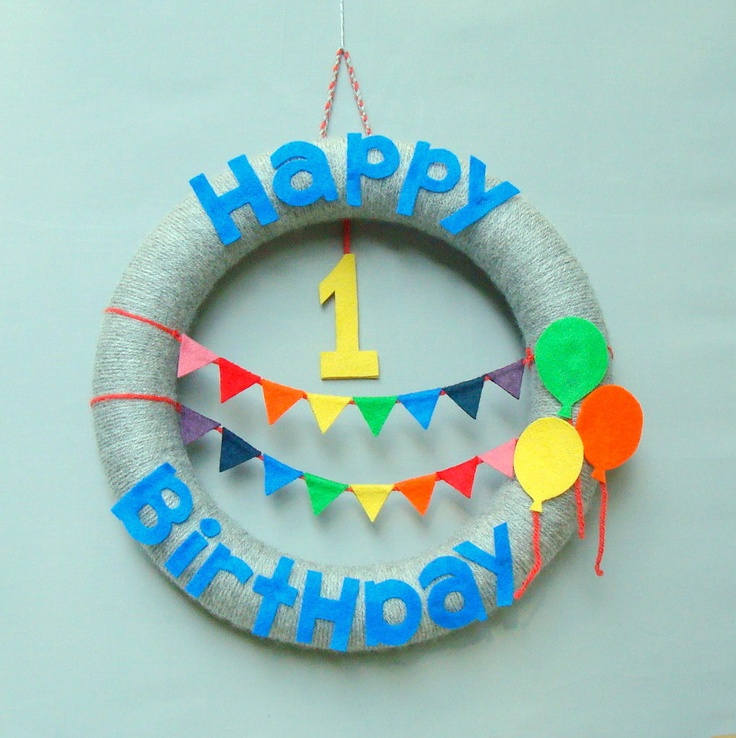 Happy Birthday Yarn Wreath for child's birthday party. Rainbow bunting, felt balloons. Perfect for modern party decor.  $50, I THINK NOT, DIY, yes please!