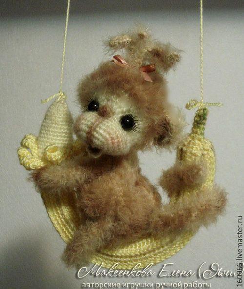 Хочу связать обезьянку на банане (подкова на счастье) по мастер-классу Елены Макеенковой.