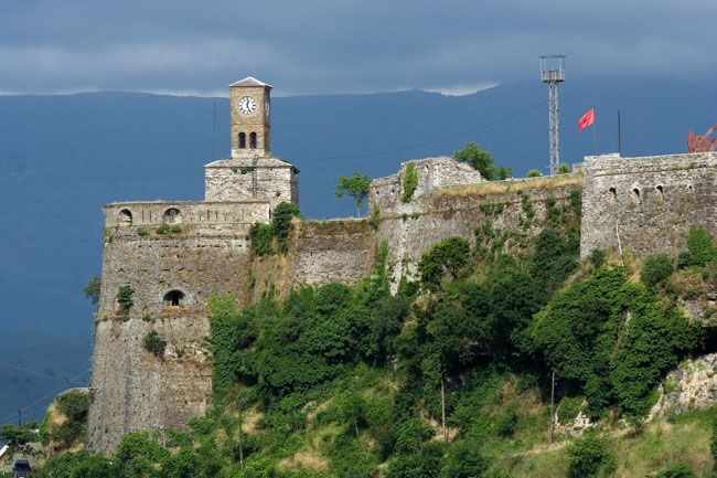 Albania photo: Gjirokastra (Gjirokaster), Citadel fortress castle, clock-tower, terrace, walls and fortifications.