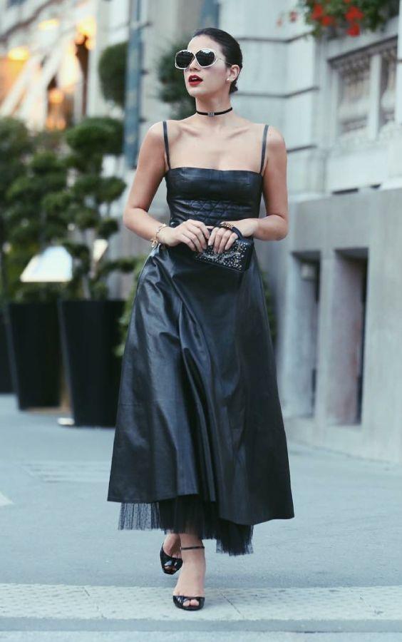 12ab9952b1306 9 momentos fashionistas de Bruna Marquezine. Quanto ela arrasou no visual  all black à lá Dior durante a Semana de Alta Costura de Paris.
