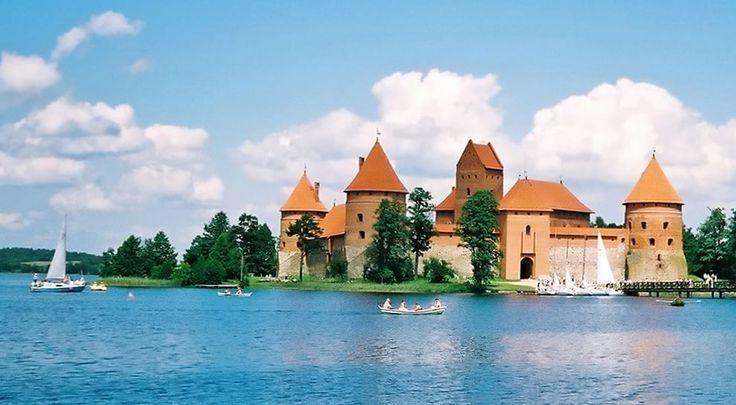 Castelli fiabeschi: le più belle fortezze circondate dalle acque - Castello di Trakai Island, Lituania