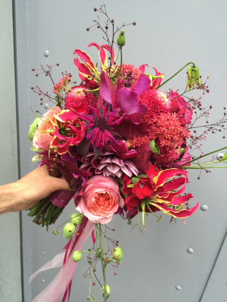 Colourful bridalbouqet. Pretty in Pink