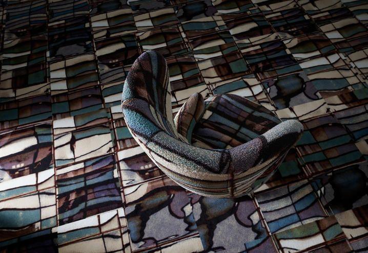 Il designer britannico debutta nei rivestimenti da pavimento con una collezione caratterizzata da sette diversi pattern, ispirati al panorama industriale londinese