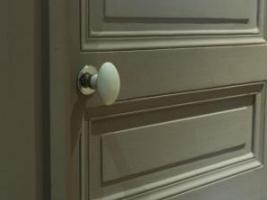 OTH 832 - poignée de porte en porcelaine.