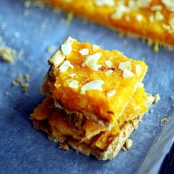 a delicious, crispy dough stuffed with dried apricots and fresh, juicy orange crowned with almonds.