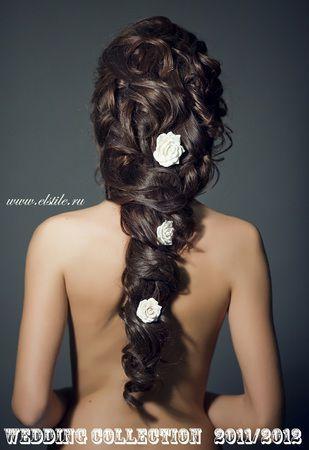 свадебные прически в греческом стиле с живыми цветами