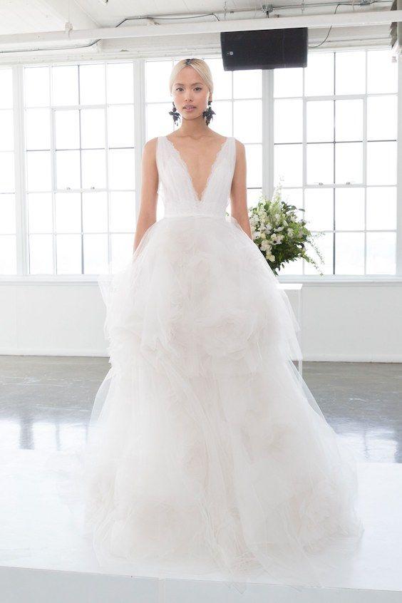 vestido para novias de gala o ball gown con delicados detalles sobre la falda de tul