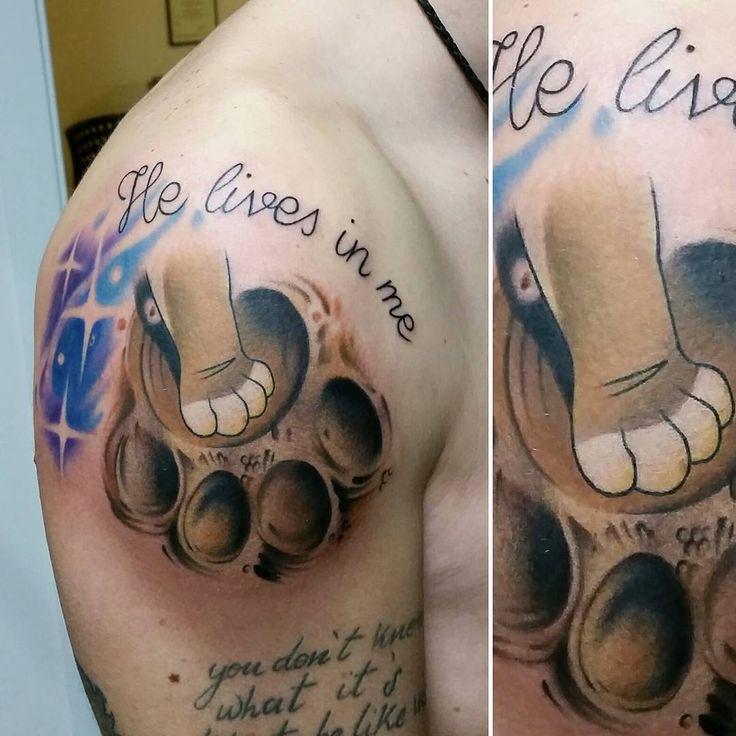 """Tatuaggio ispirato al film """"Il re leone"""", zampa di Simba e orma di Mufasa  @disneytatts  #disneytattoo #disneytatts #thelionking #thelionkingtattoo #ilreleonetattoo #tattoo #tattoomachine #tattooconvention #tattoedman #tattoedwoman #drawing #comics #cool #picoftheday #ink #colortattoo #simbaandmufasa #pawtattoo #madeinitaly #madebytag #dottortagtattoostudio #cool #comics #cartoon #cartoontattoo"""