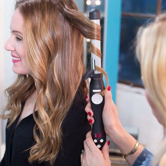 We all know that curling your hair is tougher than it looks, but this rotating curling iron does all the work for you! Click the link in our bio to find out 3 different types of waves the #Beachwaver can give your hair! Plus, for TODAY ONLY, you can get @sarahpotempa's Beachwaver S1 for only $109! (reg price $129). Hurry, offer ends at midnight! #haircare #igotbeachwaved #beachwavers1 #greathair #getthelook