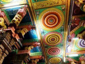 Intérieur du temple avec la salle des pilliers