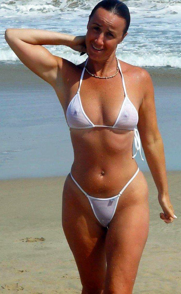 Amateur Milf In Sexy Bikini On The Beach  Perfect Body -6866