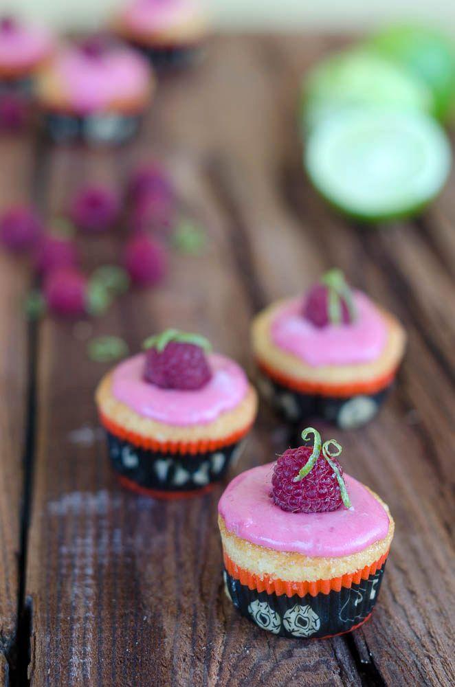 Cupcakes al limone con glassa al lampone e lime