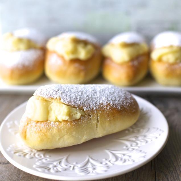 Conejos con crema pastelera / Pastry Cream Rabbits (Chilean pastry)