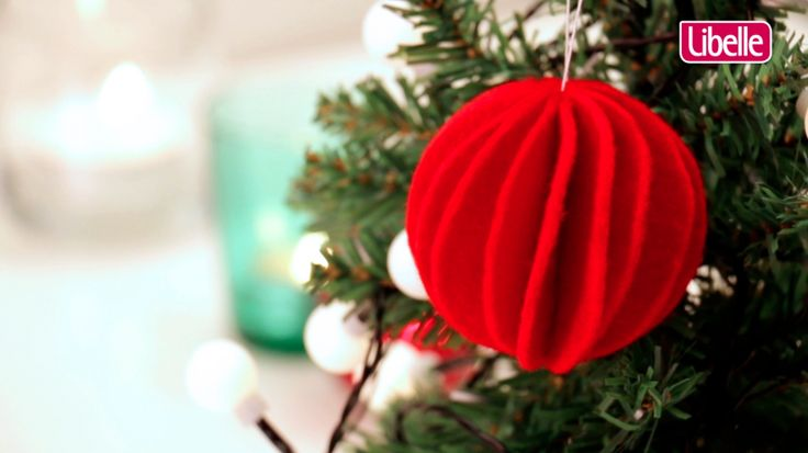 Origineel, eenvoudig en een echte sfeermaker, deze zelfgemaakte theelichthouder. Bekijk het filmpje en probeer het zelf uit. Leuk als decoratie op tafel of om cadeau te doen onder de kerstboom.