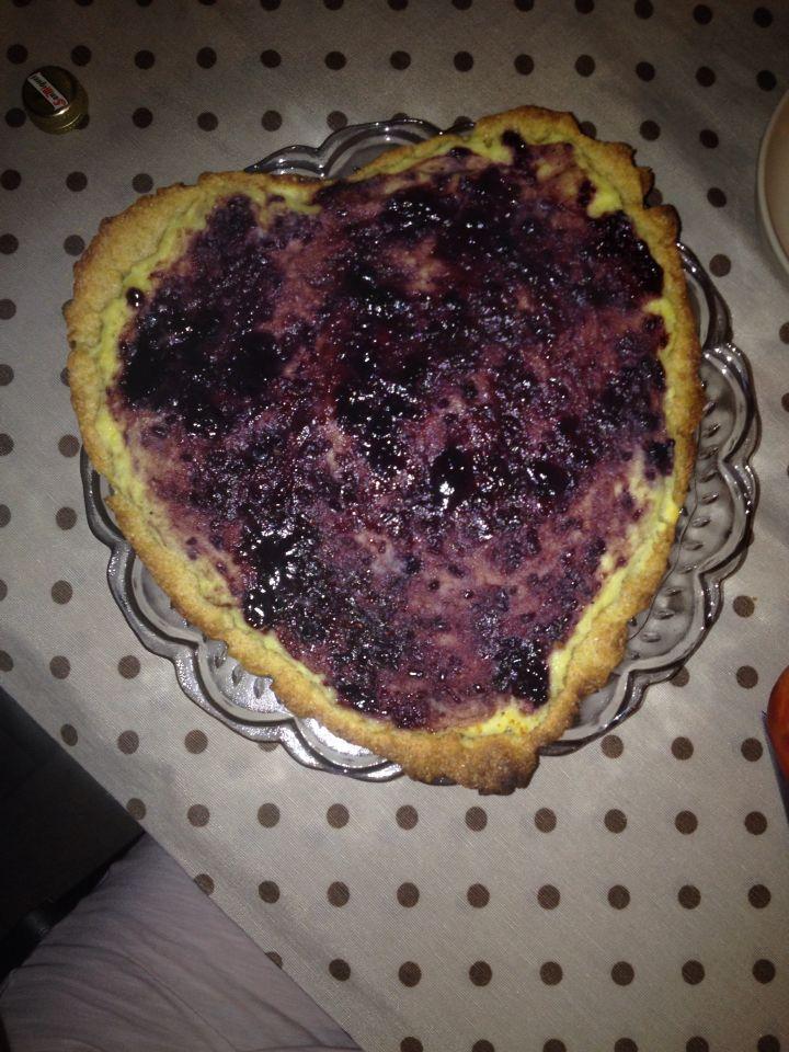 Crostata di farina integrale con crema di  ricotta e marmellata ai frutti rossi