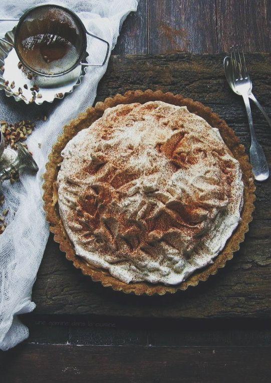 cinnamon dulce de leche tart with whiskey whipped cream | une gamine dans la cuisine