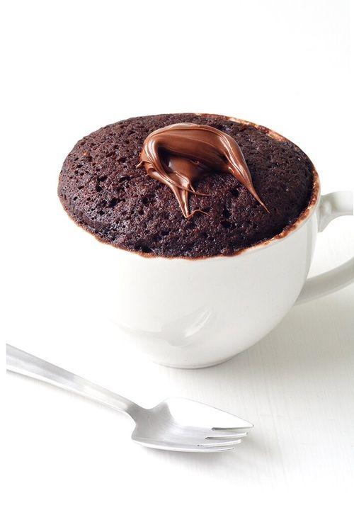 Печенье, кексы, торты, мороженое и шоколадные муссы – все это можно есть без вреда для фигуры.          Абсолютное большинство худеющих не прихо