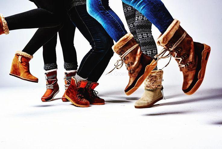 Met deze warme laarzen kunnen wij de winter aan. Bekijk ze allemaal in de nieuwe Kek Mama. Fotografie Mark Groeneveld Styling Jasmijn Braber  #kekmamamagazine #kekmama #magazine #boots #laarzen #jasmijn_braber #markgroeneveld #mode #moeders #mama #snowboots #snow #sneeuw #nuindewinkel #kekmama1