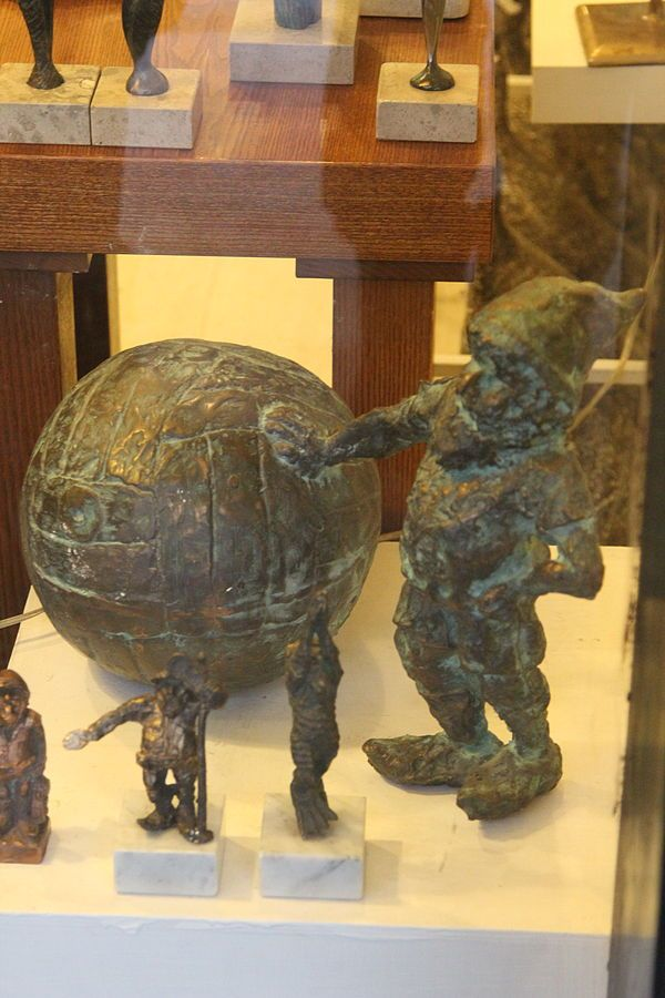 Krasnal z piłką (Dwarf_with_soccer_ball), wrocławski krasnal znajdujący się w Galerii Domus przy Starych Jatkach 7/8; autor: Tomasz Moczek