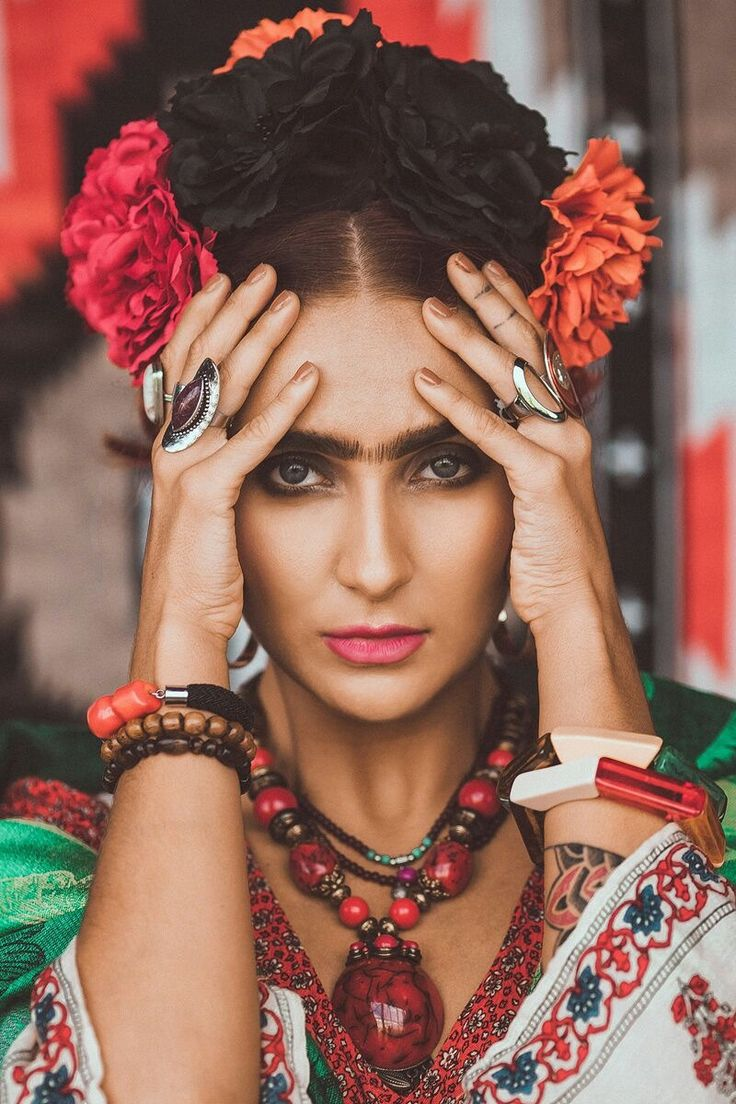 Me - Frida Kahlo by Maria Tezikova  #photoshoot #fridakahlo #artist #model #boho #style #mexico #flower