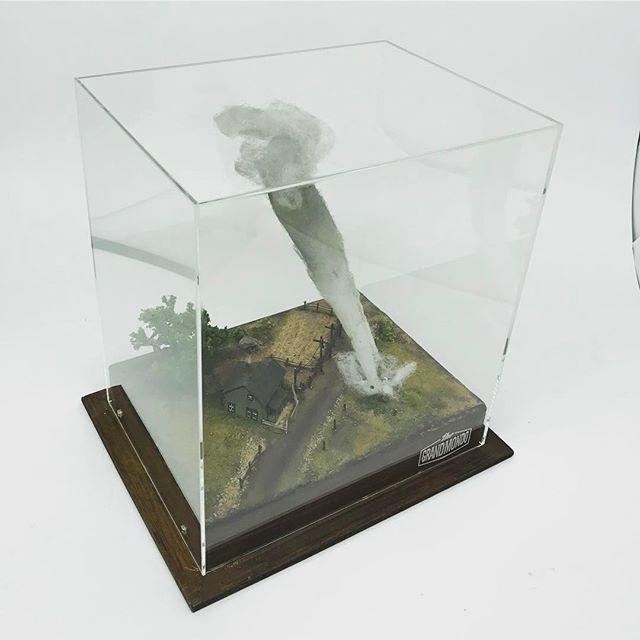 "FRAMED - Wizard of Oz - Dorothy's Farm House Diorama. ""There's No Place Like Home"". (1:220 Scale) #grandmondo #mini #miniature #miniatura #tiny #tinythings #micro #movies #handmade #diorama #art #artwork @fubizdesign #architecture #raphaeltruffibortholuzzi #wood #wizardofoz #sculpture #gallery #comtemporaryart #creative #dailymini #inspiration #photography #instagram #craft #scale #artist #fineart #dollhouse @fubiz"