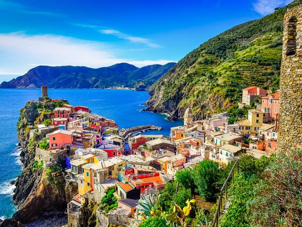 Spectacular sea views along the Italian coast.Cinqueterre, Cinque Terre Italy, Favorite Places, Italian Coast, Places I D, Cidade Italiana, Italian Riviera, Travel, Beautiful Italian
