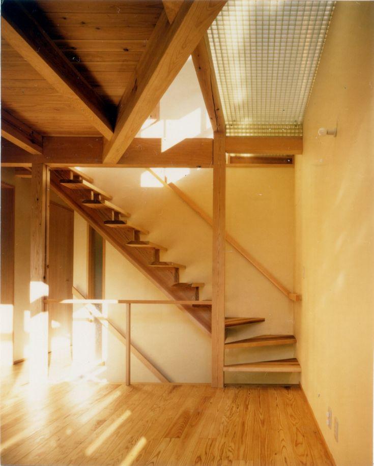 建築家:森 大樹/小埜勝久「RC地下駐車場の上に産直木材三層の家/Maさんの家」