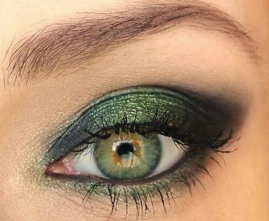 Hazel eyes, green eye make up. Want to try this.