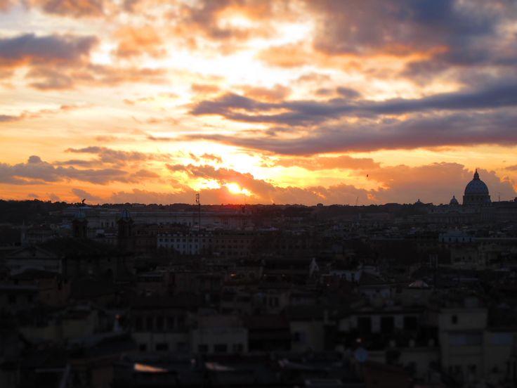 Non c'è da stupirsi se gli antichi poeti Latini definivanola loro Roma come la capitale del mondo intero. Quando si cammina per le strade di questa città, ora caotica e trafficata, si percep…