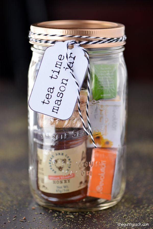 This tea time mason jar gifts is a fun homemade Christmas gift idea for the tea lovers in your life! Includes a free printable label for this gift in a jar.
