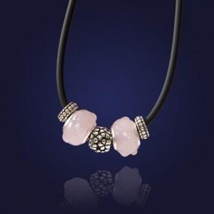 Naszyjnik na kauczuku z zawieszkami ze szkła-różowy - AnKa Biżuteria