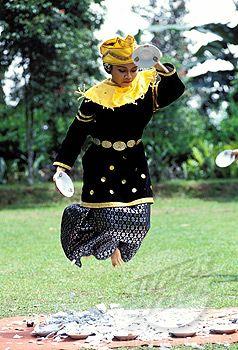 Piring Minangkabau dance or dance of plates (Bukittinggi region), Sumatra island - Indonesia